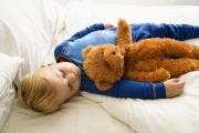Сколько должен спать маленький ребенок